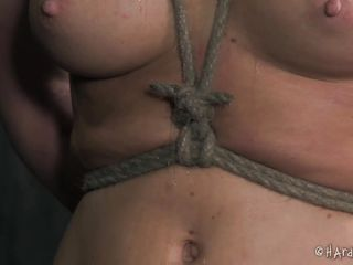 a few knots makes her wet