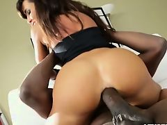 Big bootied Lisa gets hardcore anal