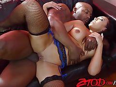 Rio Lee Sniffing Black Dick
