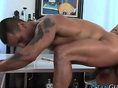 Muscly hunk swallows jizz