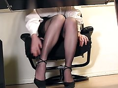 Horny secretary gets off in secret